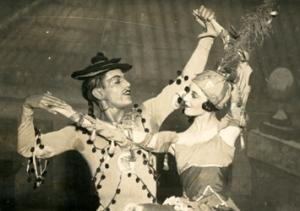 Unlike Pavlova, Markova liked modern works. Here with Serge Lifar in Cimarosiana, 1927