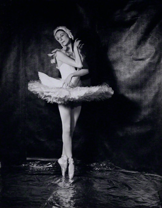 "Markova's signature ""Dying Swan"" made audiences all over the world swoon. (1950, © Gordon Anthony)"