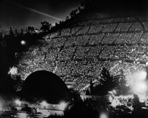 An amazing 35,000 people turned out to watch Markova perform at the Hollywood Bowl in 1943.