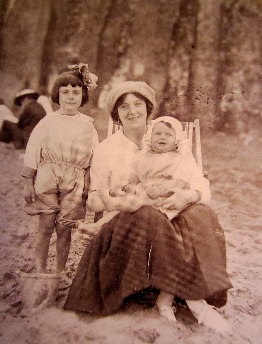 Born with flat feet, knock knees, and wobbly legs, the five-year old Markova (shown here at the beach with her mother and baby sister Doris) was the unlikeliest of future ballerinas.
